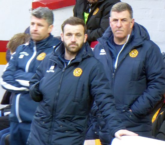Motherwell crumble to Dundee