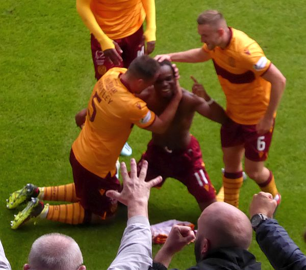 Motherwell beat Hearts to win three in a row