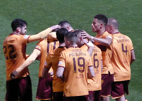 Motherwell dig in to beat Livingston