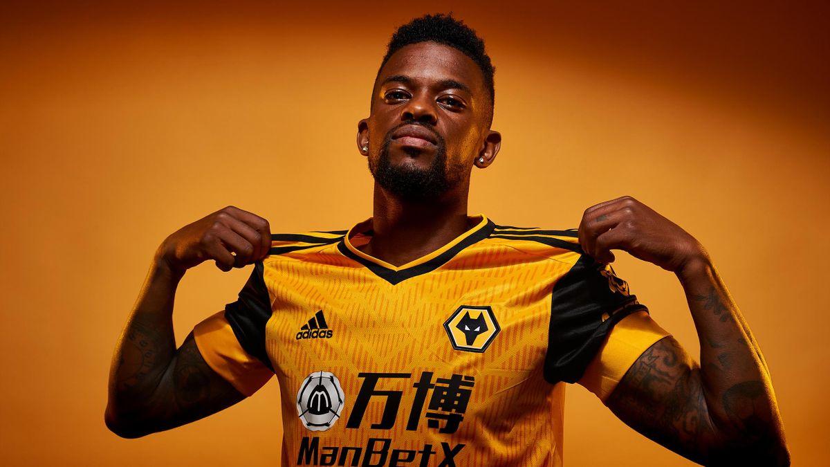 Wolves sign Barcelona defender